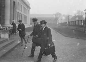 Arthur Griffith arriving at Earlsfort Terrace. Courtesy of the National Library of Ireland.